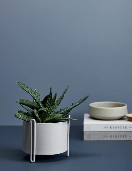 Woud pidestall flowerpot grey