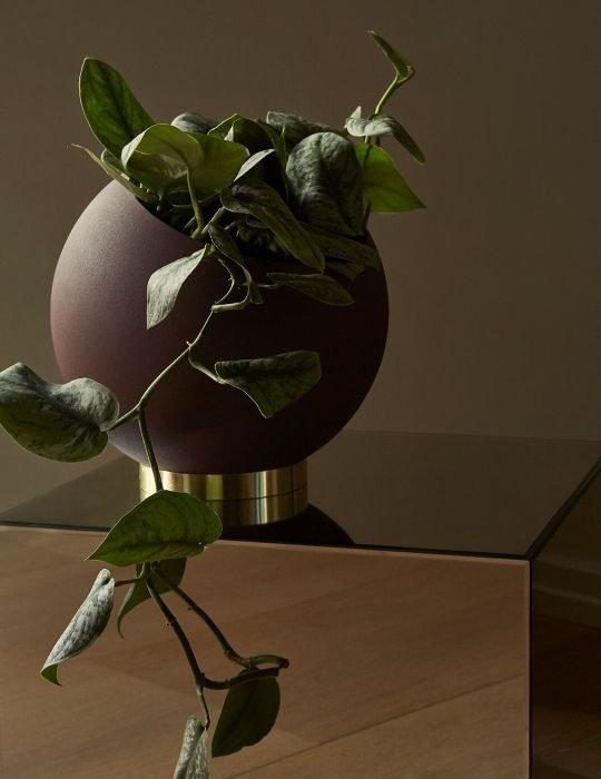 aytm-globe-flower-pot-bordeaux