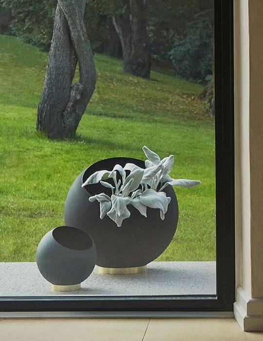 AYTM Globe Flowerpot Black Large